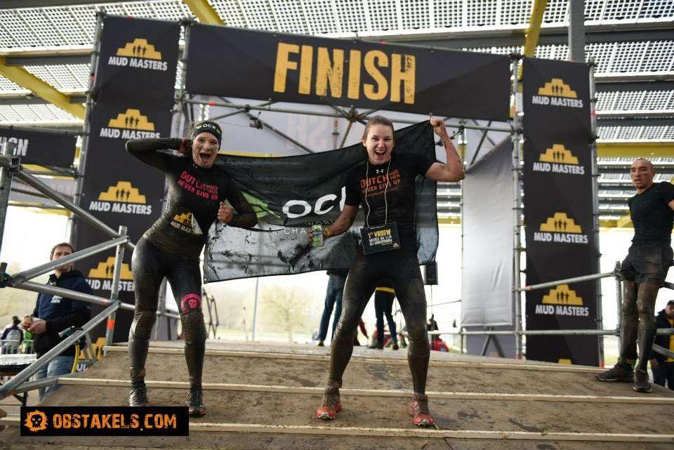De twee snelste vrouwen van Mud Masters;